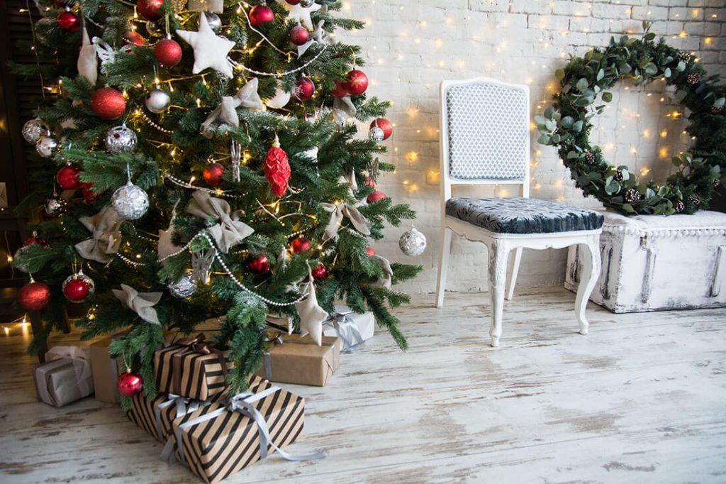 クリスマスはもうすぐ!ナチュラル素材で海外スタイルにツリーをデコレーション。