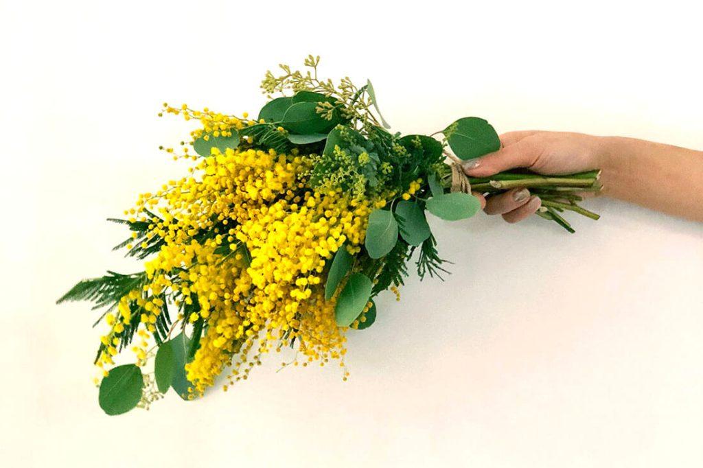 【スワッグとは?】ブーケ花束との違い&人気の秘密を解説